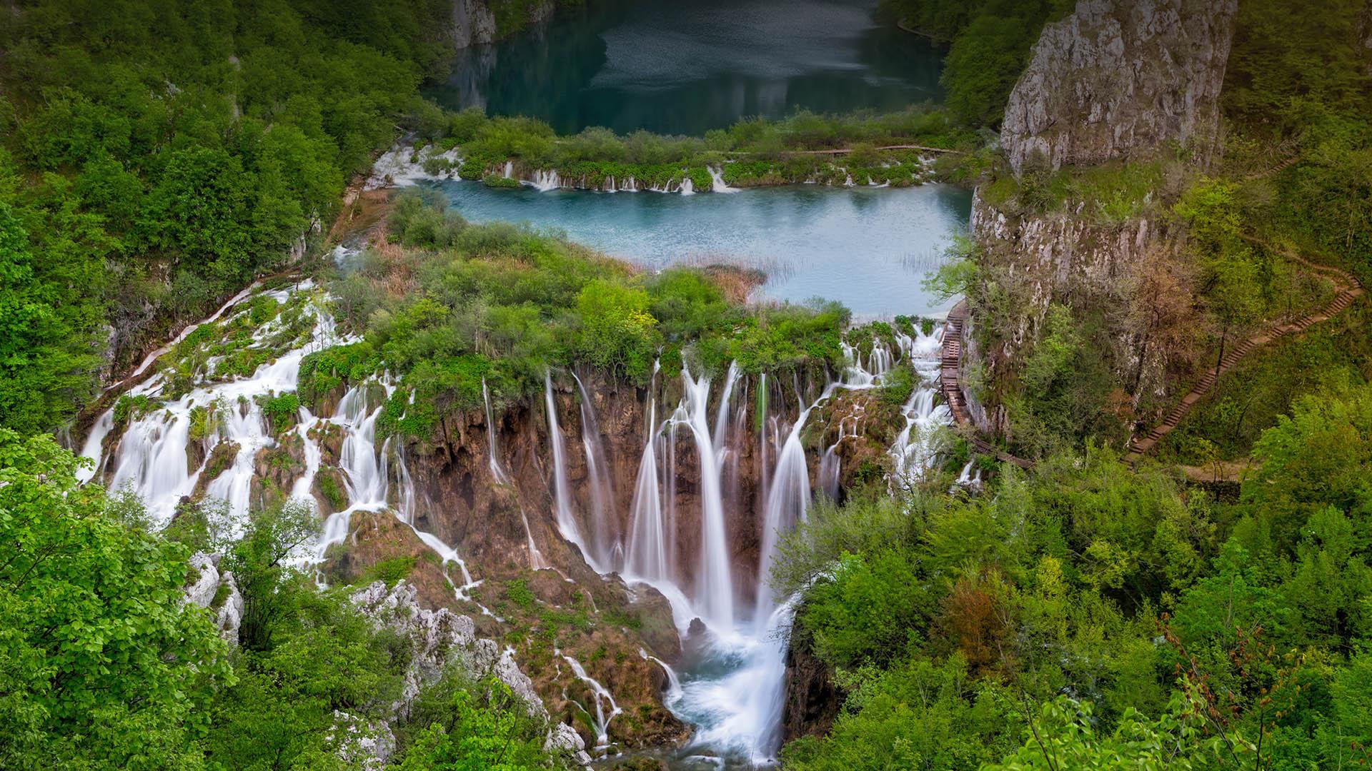 Amazink Plitvice lakes waterfalls from Split